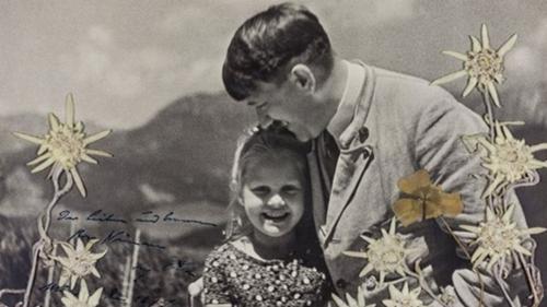 Bức ảnh có chữ ký của Hitler được bán đấu giá tại Mỹ. Ảnh: Alexander Historical Auctions.