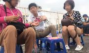 Nhộn nhịp mua bán vé 'chợ đen' trận Việt Nam - Malaysia