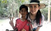 Cậu bé bán hàng rong ở Campuchia nói hơn 10 thứ tiếng