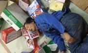Chủ cửa hàng tạp hóa Trung Quốc tay không chế ngự kẻ cướp