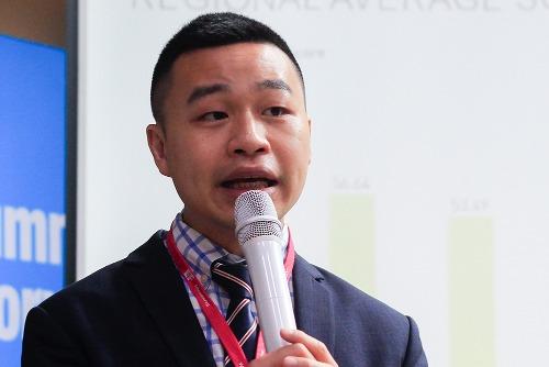 Ông Minh N. Tran chia sẻ trong buổi công bố bảng xếp hạng kỹ năng tiếng Anh toàn cầu ở Hà Nội sáng 14/11. Ảnh: Dương Tâm