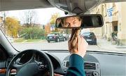 Vì sao gương hậu trong xe nhìn gần hơn bên ngoài?