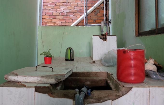 30 giáo viên sống trong nhà công vụ dột nát ven Sài Gòn