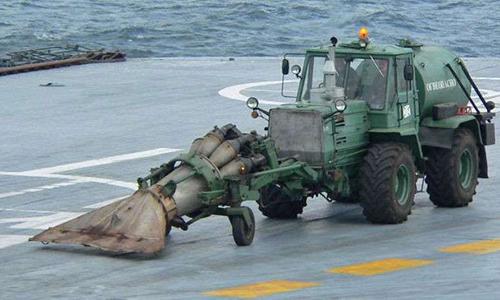 Máy kéo T-150K gắn động co Tổ hợp TMS-65U của Nga. Ảnh: Vitaly Kuzmin.