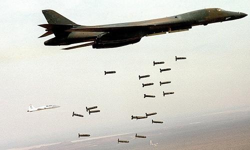 Oanh tạc cơ B-1 Mỹ thả bom chùm trong một sứ mệnh không được tiết lộ chi tiết. Ảnh: US Airforce.