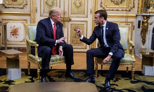 Tổng thống Pháp Emmanuel Macron (phải) và Tổng thống Mỹ Donald Trump tại Điện Elysee, Paris hôm 10/11. Ảnh: Reuters.