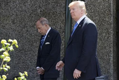 Trump (phải) và Kudlow rời khỏi hội nghị G-7 ở Quebec ở Canada hồi tháng 6. Ảnh: AFP.