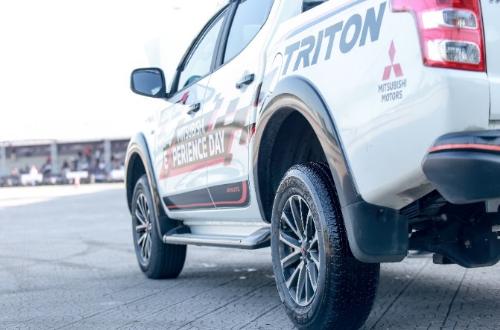 Lốp xe Bridgestone bền bỉ với chất lượng đỉnh cao là người hùng thầm lặng của chương trình.