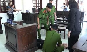 Bảo mẫu hành hạ trẻ ở Sài Gòn ngất xỉu khi lĩnh án tù