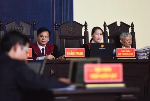 Vụ án dự kiến xét xử trong hơn 15 ngày, đây là phiên tòa lớn nhất từ trước tới nay ở Phú Thọ. Ảnh: Giang Huy
