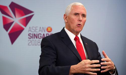 Phó tổng thống Mỹ Mike Pence phát biểu tại buổi họp báo ở Singapore hôm nay. Ảnh: Reuters.