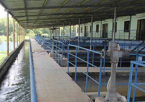 Nguồn nước đảm bảo cho nhà máy nước ở Đà Nẵng hoạt động nhưng đường ống lại không đáp ứng được côg suất. Ảnh: Ngọc Trường.