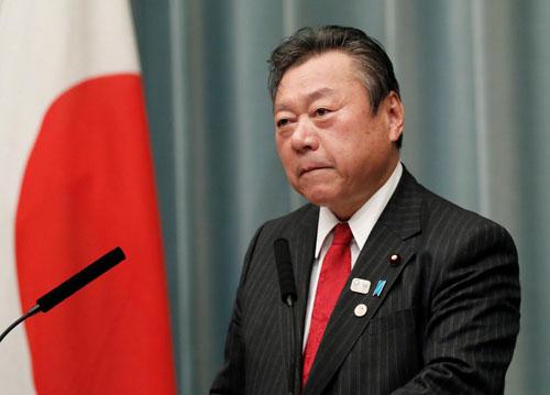 Bộ trưởng An ninh mạng và Thế vận hội Nhật Bản Yoshitaka Sakurada trong một cuộc họp báo tại Tokyo hôm 2/10. Ảnh: Reuters.
