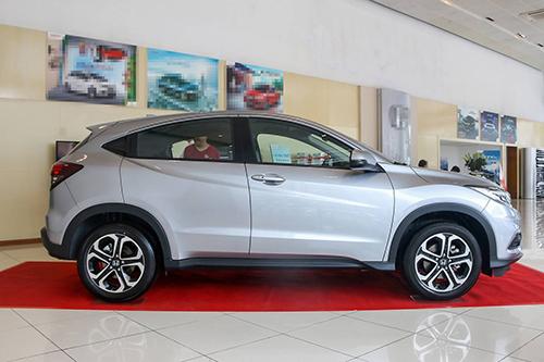 Honda HR-V tại đại lý. Crossover của Honda có doanh số 740 xetrong tháng đầu tiên bán ra thị trường.