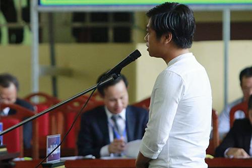 Bị cáo Phạm Quang Thành sáng 15/11. Ảnh: Phạm Dự.