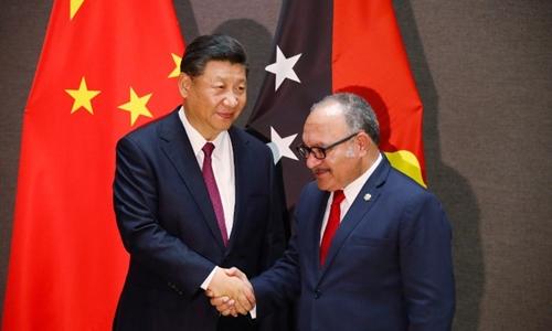 Thủ tướng Papua New Guinea Peter ONeill (phải) và Chủ tịch Trung Quốc Tập Cận Bình tạiPort Moresby ngày 16/11. Ảnh: AFP.