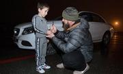 'Tiểu lực sĩ' Nga chống đẩy hơn 4.000 cái được tặng xe sang