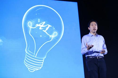 Andrew Ng - nhà sáng lập Deeplearning.ai, đồng sáng lập Coursera.