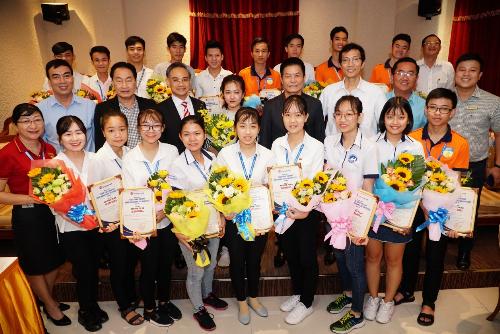 Quỹ học bổng Đồng hành cùng tài năng Việt hỗ trợ nhiều sinh viên nghèo, vượt khó học giỏi trên khắp cả nước.