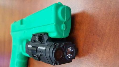 Camera gắn mũi súng được trang bị cả đèn pin. Ảnh: KSTP/Beth McDonough.