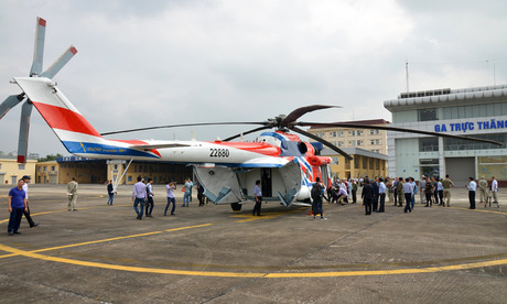 Russian helicopters appear in the sky of Hanoi