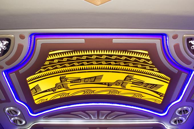 Ford Transit độ nội thất văn hoa trống đồng