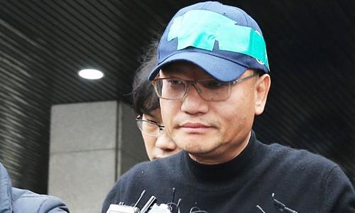 Yang Jin-ho, người được truyền thông Hàn Quốc gọi là vua khiêu dâm bởi kiếm tiền bất hợp pháp từ hoạt động lưu trữ và đăng tải video khiêu dâm, bị bắt hồi cuối tuần trước. Ảnh: Yonhap.