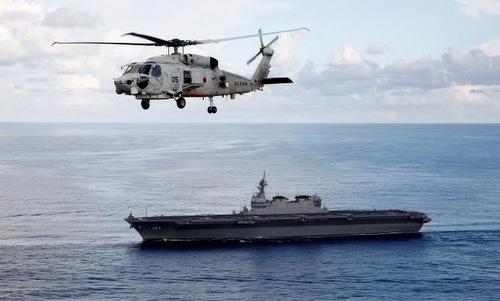 Trực thăng cất cánh từ tàu Kaga trên Biển Đông hồi tháng 10. Ảnh: Reuters.