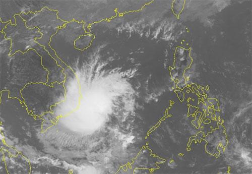 Ảnh mây vệ tinh áp thấp nhiệt đới lúc 15h ngày 17/11. Nguồn: NCHMF