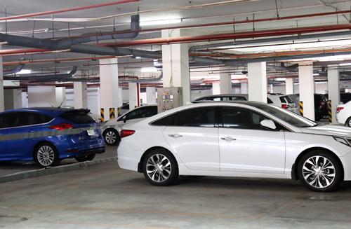 Theo quy định mới, giá giữ ôtô ở các chung cư có thể tăng gấp 5 lần so với trước. Ảnh: Hữu Nguyên