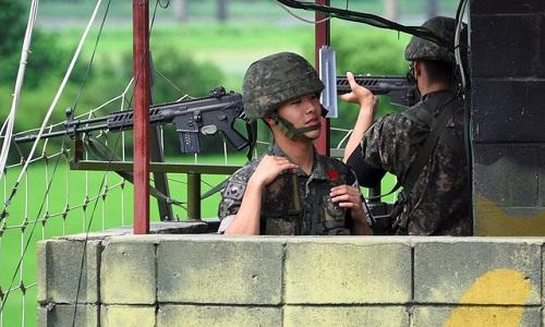 Binh sĩHàn Quốc canh gác ở biên giớivới Triều Tiên. Ảnh: AFP.