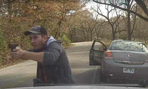 Nghi phạm Cenobio tìm cách bắn Thomspon. Ảnh: Washington County Police.