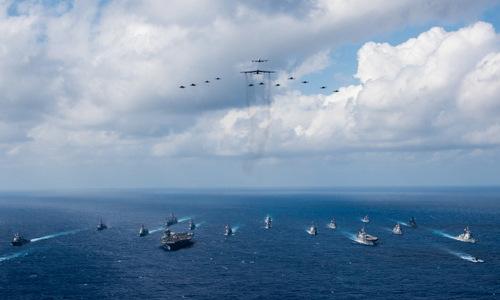 Tàu chiến, máy bay Mỹ và Nhật tập trận gần Trung Quốc hồi đầu tháng 11. Ảnh: US Navy.