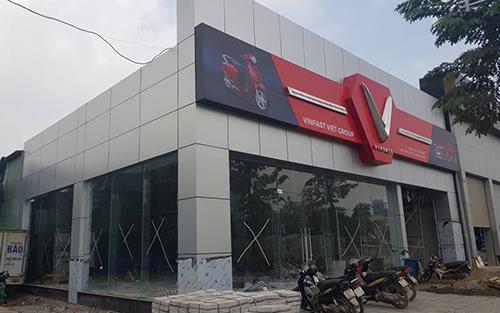 Một đại lý VinFast đang xây dựng tại Hà Nội. Ảnh: OF.