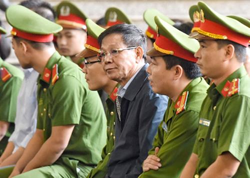 Cựu tổng cục trưởng Phan Văn Vĩnh bị truy tố về tội Lợi dụng chức vụ quyền hạn trong khi thi hành công vụ.