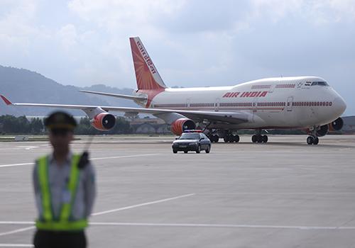 Chuyên cơ chở Tổng thống Ấn Độ đáp xuống sân bay quốc tế Đà Nẵng. Ảnh: Nguyễn Đông.