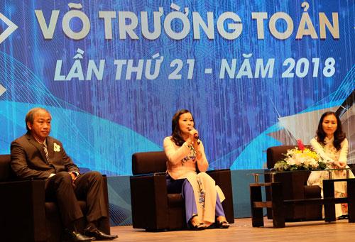 Cô Lâm Thị Minh Châu (giữa) chia sẻ chuyện nghề. Ảnh: Mạnh Tùng.