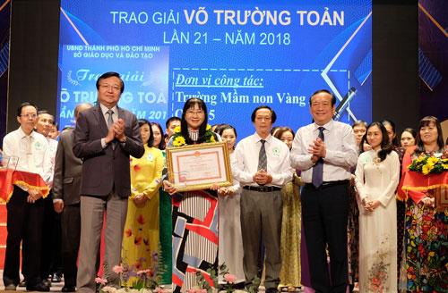 50 nhà giáo nhận giải thưởng Võ Trường Toản sáng 18/11. Ảnh: Mạnh Tùng.