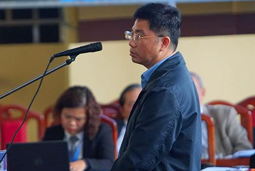 Nguyễn Văn Dương trước bục khai báo trong chiều 19/11. Ảnh: Phạm Dự