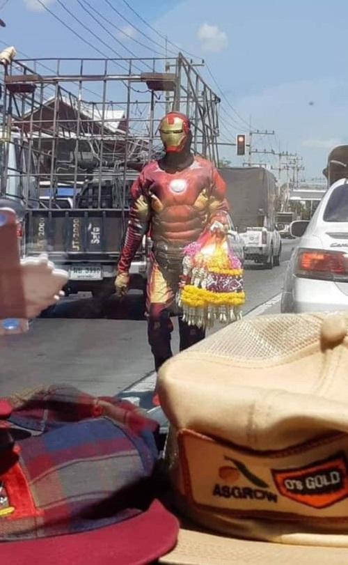 Nghề tay trái của Iron Man.