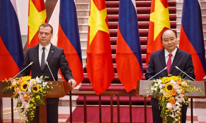 Thủ tướng Nga thăm Khu di tích Phủ chủ tịch Hồ Chí Minh