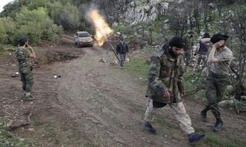 Phiến quân Syria hoạt động ở ngoại ô tỉnh Latakia. Ảnh: Almasdar News.