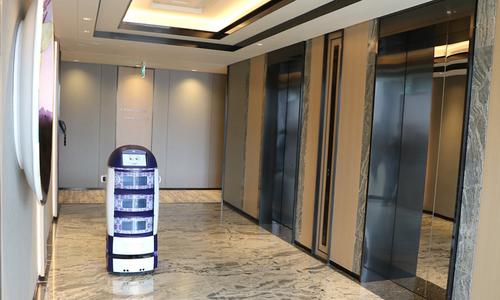 Robot Mỹ làm phục vụ phòng trong khách sạn