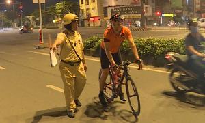 TP HCM chốt chặn, xử lý người đi xe đạp vào đường cấm
