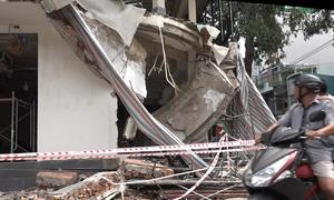 Sập ban công nhà đang sửa ở Sài Gòn, hai người bị thương