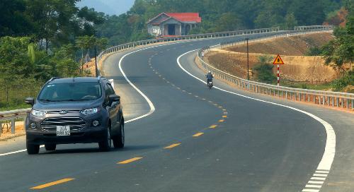 Quốc lộ Hòa Lạc - Hòa Bình rộng 12 m,vận tốc tối đa 80 km/h. Ảnh:Bá Đô
