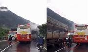 Phượt thủ xe máy đổ đèo Bảo Lộc kiểu 'tự sát' giữa vòng vây ôtô