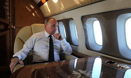 Thói quen làm việc trên chuyên cơ của Putin