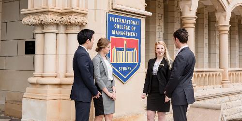 ICMS chú trọng vào hướng nghiệp và chuẩn bị sẵn sàng cho sinh viên để tham gia vào những môi trường làm việc chuyên nghiệp, chất lượng cao ngay sau khi ra trường.