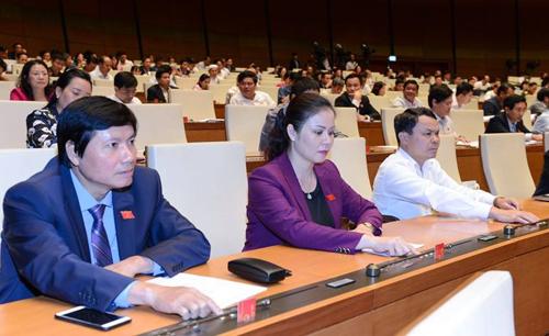 Các đại biểu bấm nút thông qua Luật sáng 20/11. Ảnh: Quang Khánh.